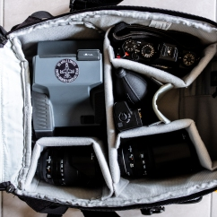 The main compartment holds my polaroid camera, 18-135mm lens, 55-200mm lens, X-T1 body and some smaller stuff like a batterygrip and a blower. The empty spot is for my X-T2 and 18mm lens which I used to make this photos. Underneath my polaroid there's room for an extra polaroid pack or a smaller pouch, notebook, etc.